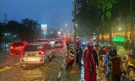 Hujan Sore Hari Beberapa Titik Di Kota Cirebon Tergenang Air